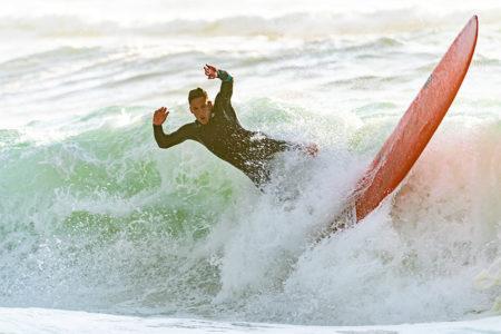 Surf lesson - Surfer falling