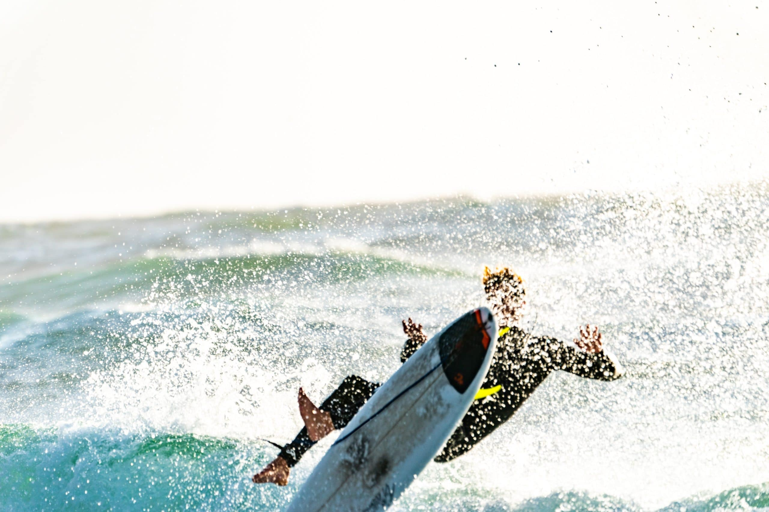 surf wipeout surfer